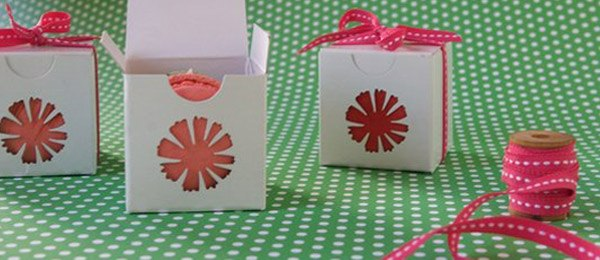 DIY: Cajitas de macarons caja_macarons_1_600x260
