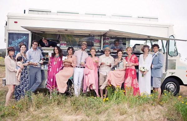 Una boda hippie en el campo caravana_comida_14_600x389