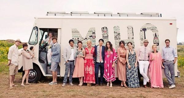 Una boda hippie en el campo caravana_comida_1_600x3211