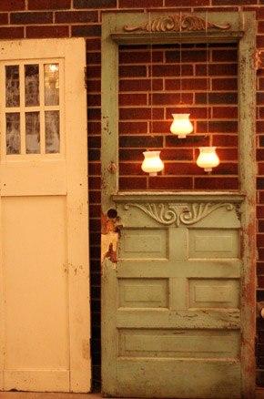 Decoraci n con puertas antiguas blog de bodas de una for Decoracion con puertas antiguas