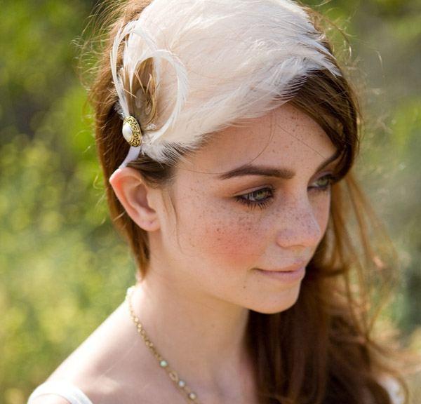 Tocados de novia con plumas tocado_plumas_10_600x576