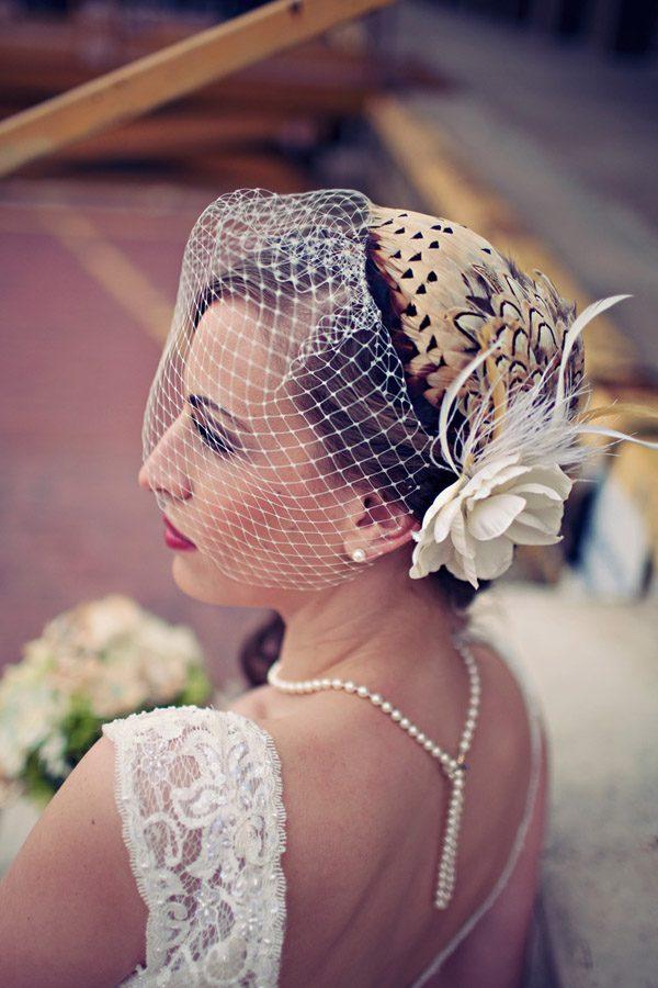 Tocados de novia con plumas tocado_plumas_2_600x900