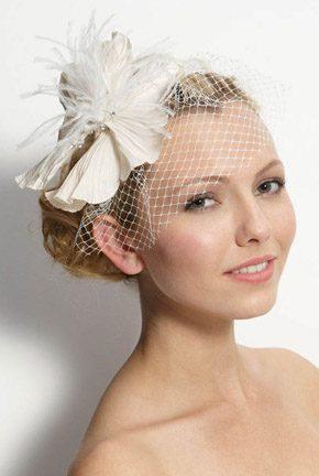 Tocados de novia con plumas tocado_plumas_9_290x432