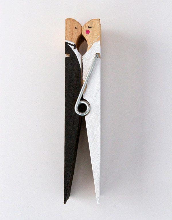 Novios 'colgados': un divertido DIY pinzas_1_600x767