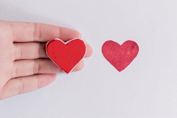 Diy: tazas con corazón vaso_corazon_4_600x399