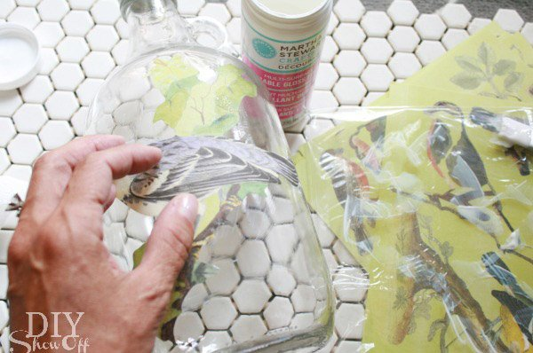 Diy: decoupage en botellas de cristal deco_botellas_6_600x398