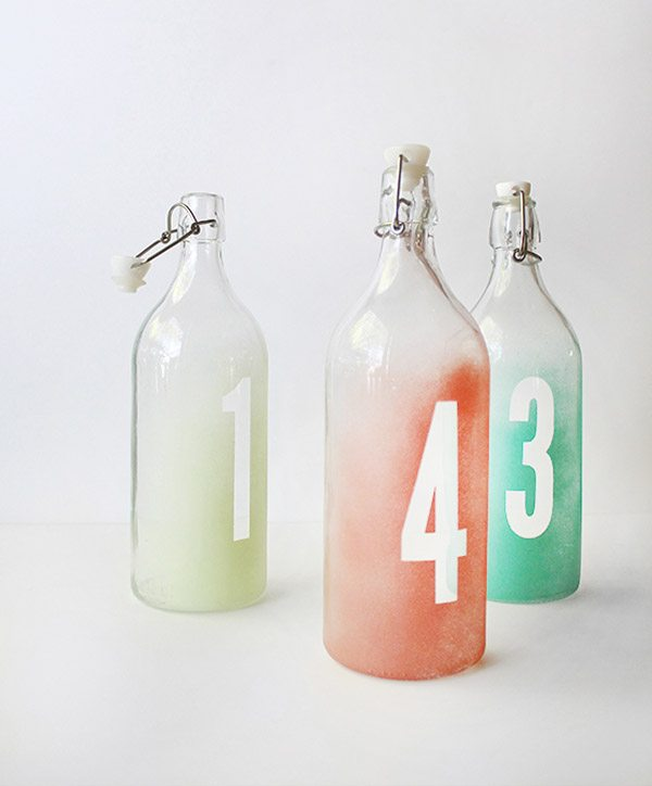DIY: Números de mesa en botellas de cristal seating_botellas_8_600x724