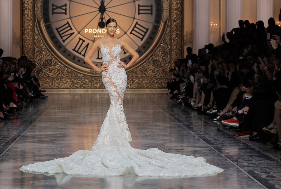 PRONOVIAS FASHION SHOW 2016: ONCE UPON A TIME pronovias_2016_12_900x606