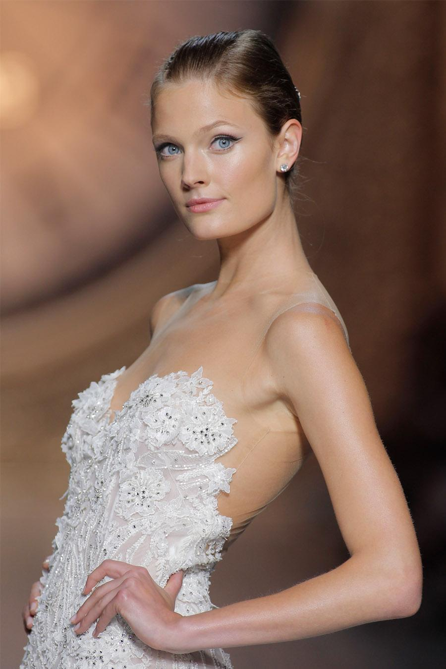 PRONOVIAS FASHION SHOW 2016: ONCE UPON A TIME pronovias_2016_17_900x1350