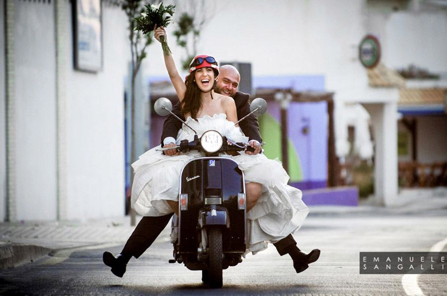 Matrimonio Tema Vespa : Novios en vespa de bodas una boda original
