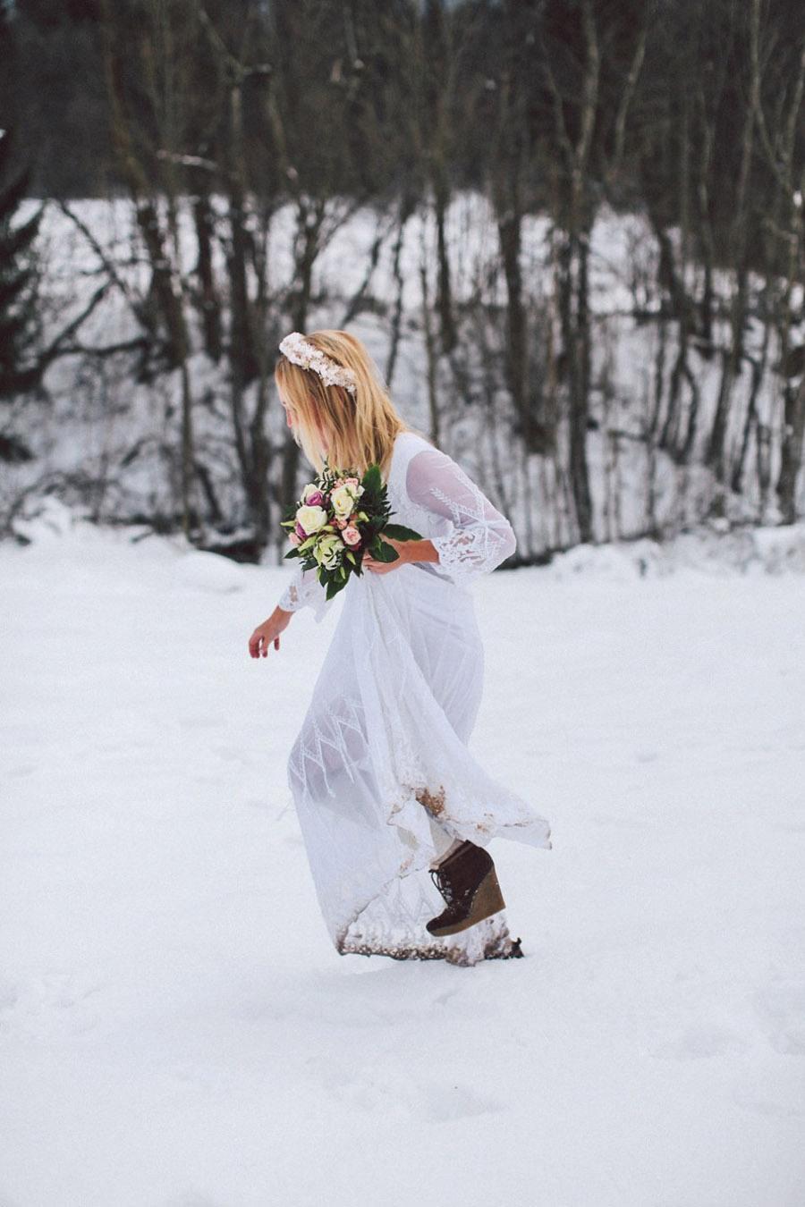 SARAH & IAN: BODA BOHEMIA EN LA NIEVE novia-bohemia-hippie