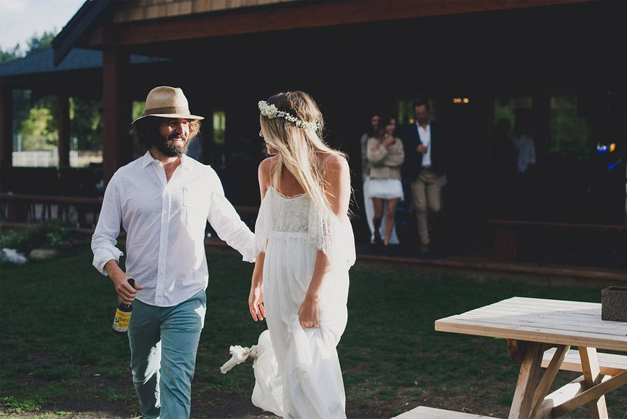 JASON & WINONA: LA LIBERTAD DE UNA BODA BOHO novios-boda-boho