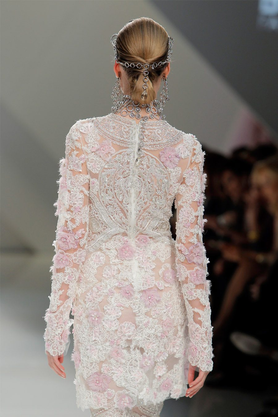 FUSIÓN DE CULTURAS EN EL DESFILE DE NAEEM KHAN naeem-kkan-vestido-novia