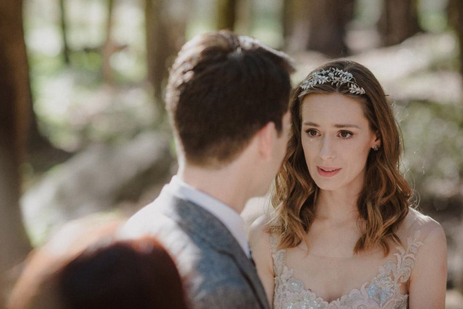 JULIA & JEFFREY: UNA SENCILLA BODA EN EL BOSQUE boda-rustica-novios