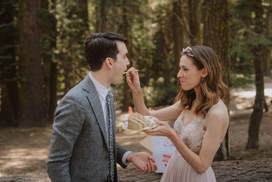 JULIA & JEFFREY: UNA SENCILLA BODA EN EL BOSQUE bodas-picnic