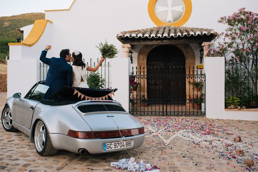 NATALIA & MIGUEL: BODA CAMPERA coche-boda