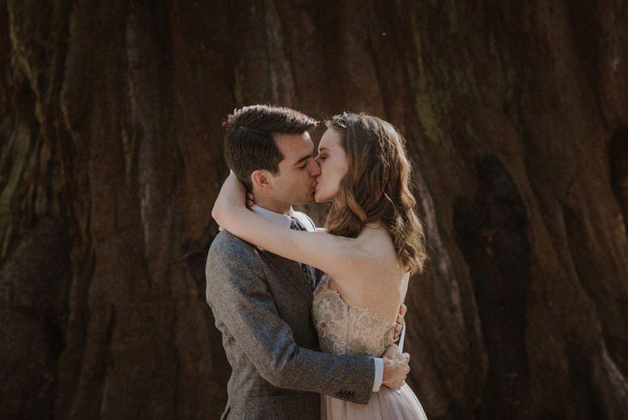 JULIA & JEFFREY: UNA SENCILLA BODA EN EL BOSQUE novios-boda-rustica