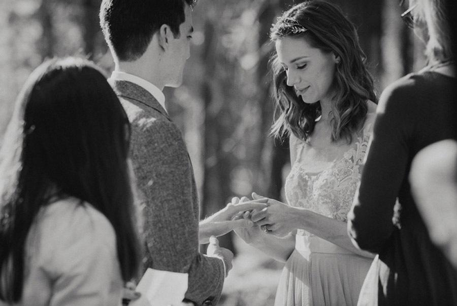 JULIA & JEFFREY: UNA SENCILLA BODA EN EL BOSQUE slow-bodas
