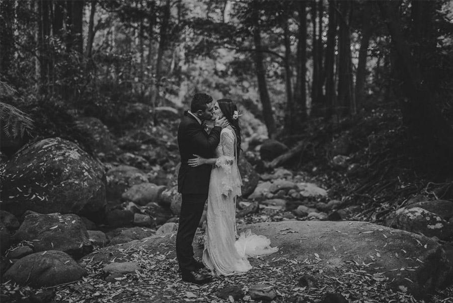 AMY & ADAM: LA CALMA DE LA FELICIDAD pareja-novios