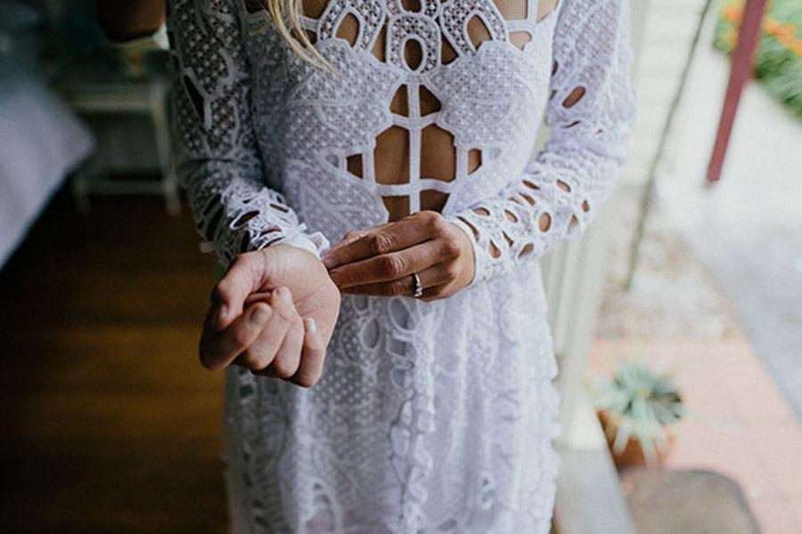 KAT & MICHAEL: UNA BODA JUNTO AL RÍO novia-boho-vestido