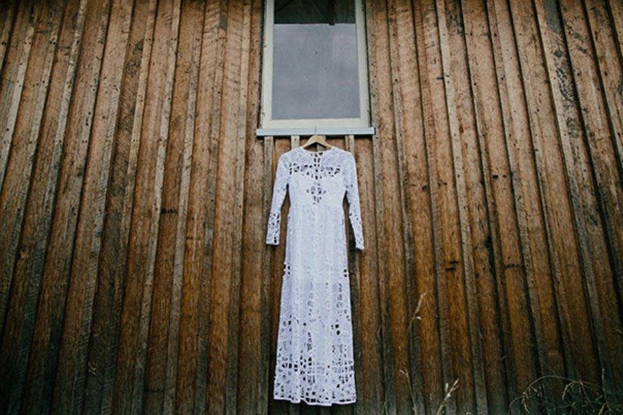 KAT & MICHAEL: UNA BODA JUNTO AL RÍO vestido-novia-boho