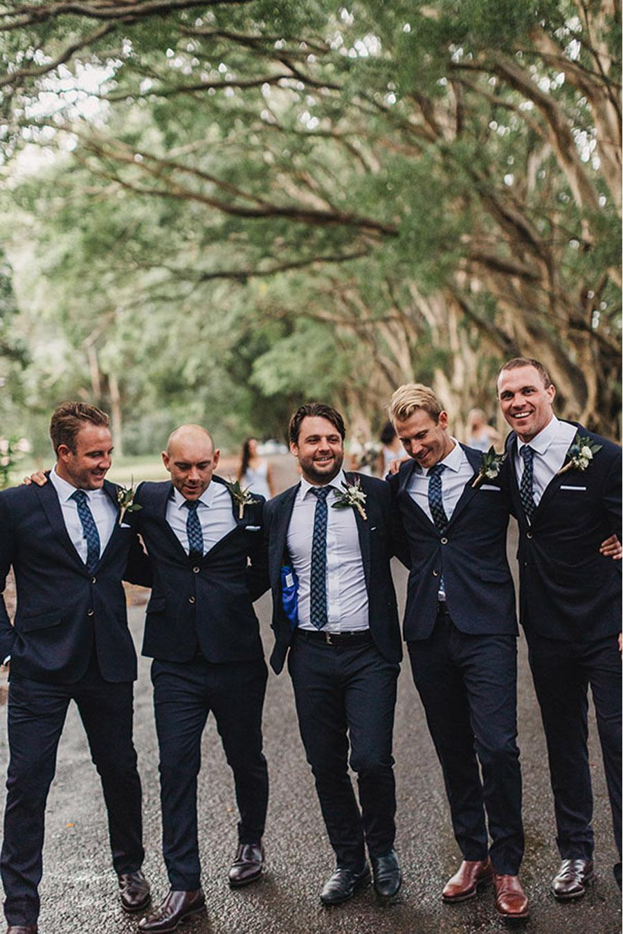 LAURA & BRICE: FELICIDAD testigos-boda