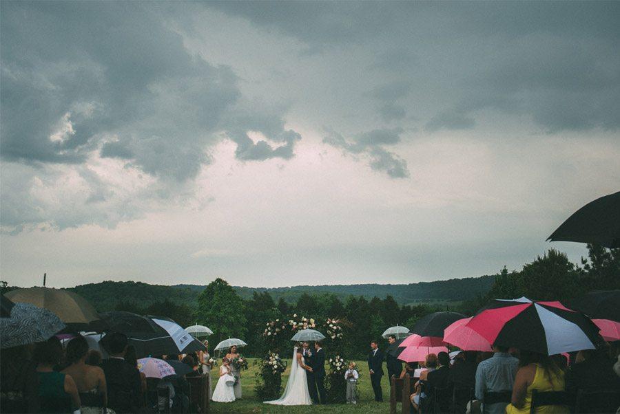 BODA LLUVIOSA, NOVIA DICHOSA bodas-con-paraguas