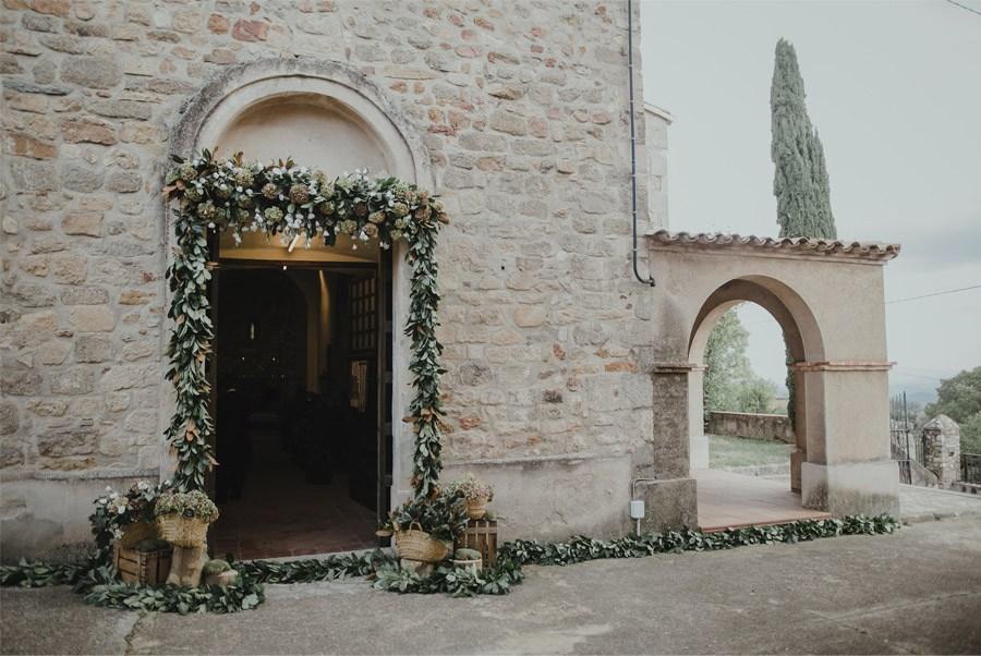 DECORACIÓN DE ENTRADA A LA IGLESIA iglesia-decoracion-boda