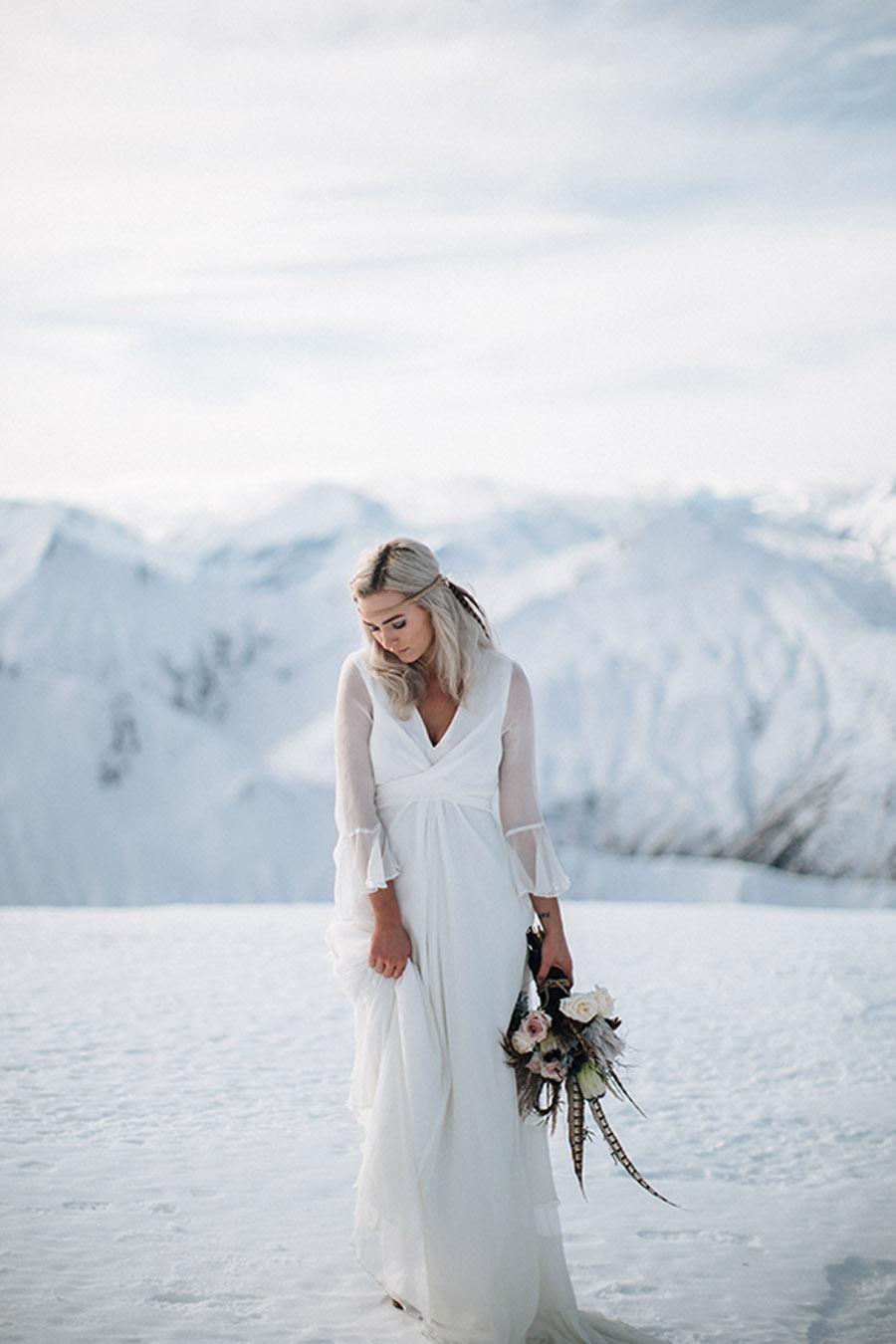 SESIÓN DE BODA EN ALTA MONTAÑA novia-nieve