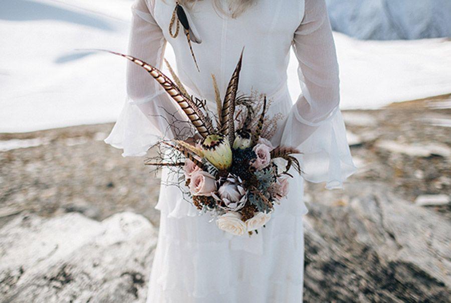 SESIÓN DE BODA EN ALTA MONTAÑA ramo-novia-invierno