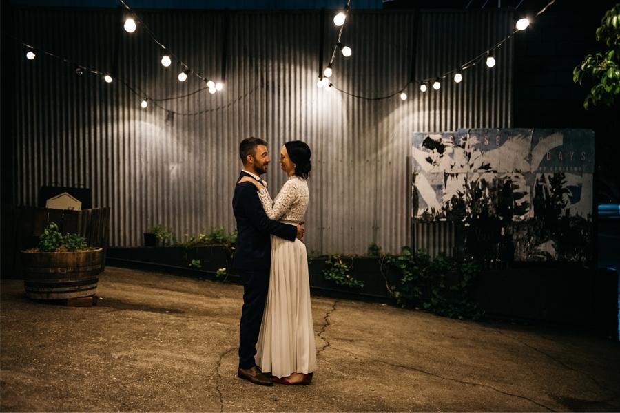 NATASHA & RAMON: ROMÁNTICA BODA EN UN ESPACIO SINGULAR novios-baile