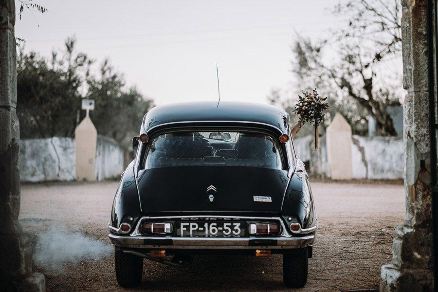UNA BODA ÍNTIMA EN PORTUGAL coche-boda
