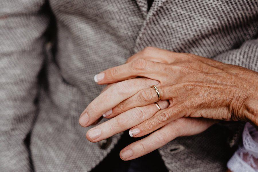 GEMA & RAMÓN: CUANDO EL TIEMPO HACE MÁS GRANDE EL AMOR anillos-boda