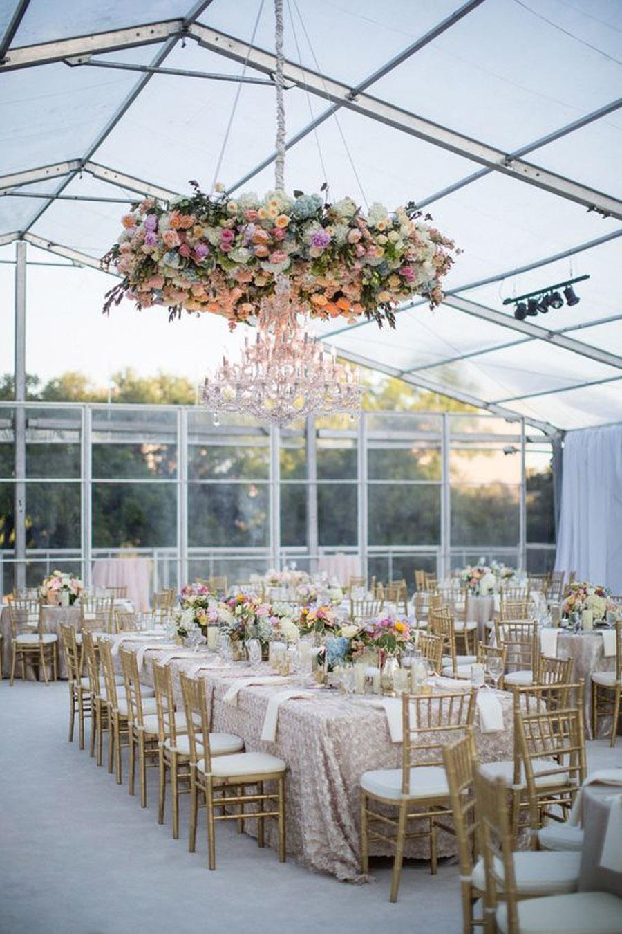 INSPIRACIÓN: CANDELABROS DE FLORES SUSPENDIDOS boda-candelabros-flores