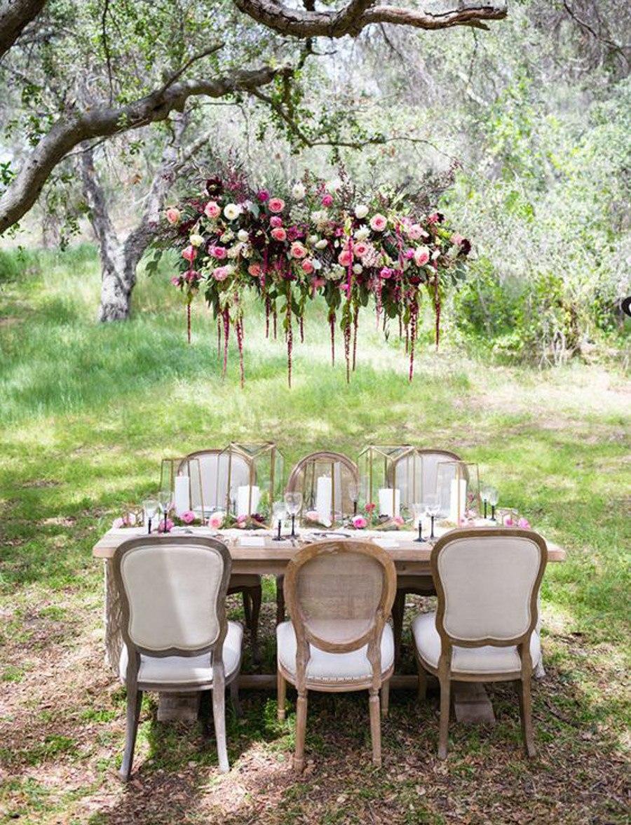 INSPIRACIÓN: CANDELABROS DE FLORES SUSPENDIDOS candelabro-flores-boda