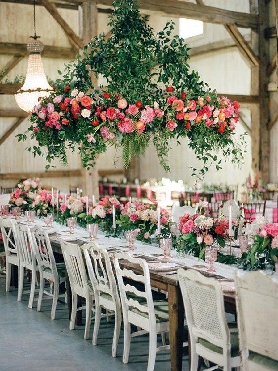 INSPIRACIÓN: CANDELABROS DE FLORES SUSPENDIDOS candelabro-flores-bodas