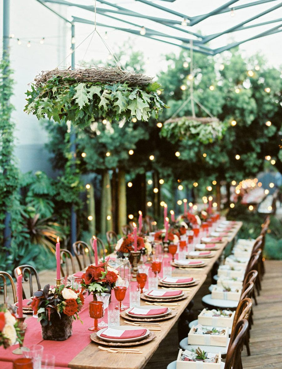 INSPIRACIÓN: CANDELABROS DE FLORES SUSPENDIDOS candelabros-flores-bodas