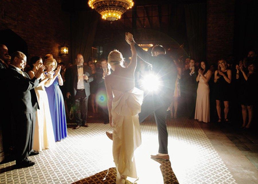 HAYLEY & CHRIS: ROMÁNTICA BODA EN NUEVA YORK baile-novios