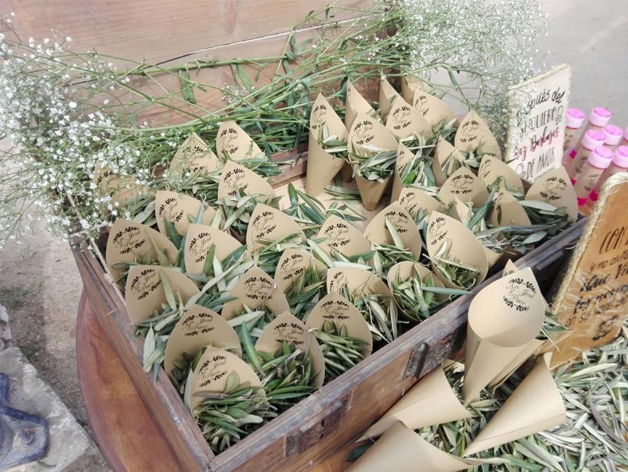 CONFETTI DE HOJAS DE OLIVO hojas-olivo-confetti