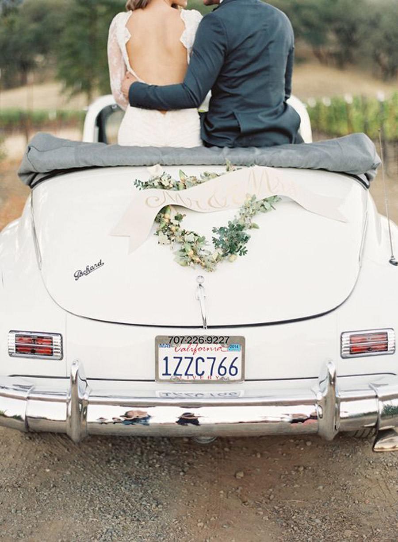 AMOR SOBRE RUEDAS novios-coche-boda