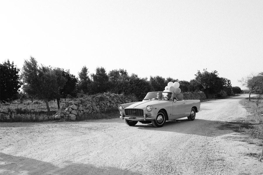 DAN & EMMA: BODA AL SUR DE ITALIA coches-boda