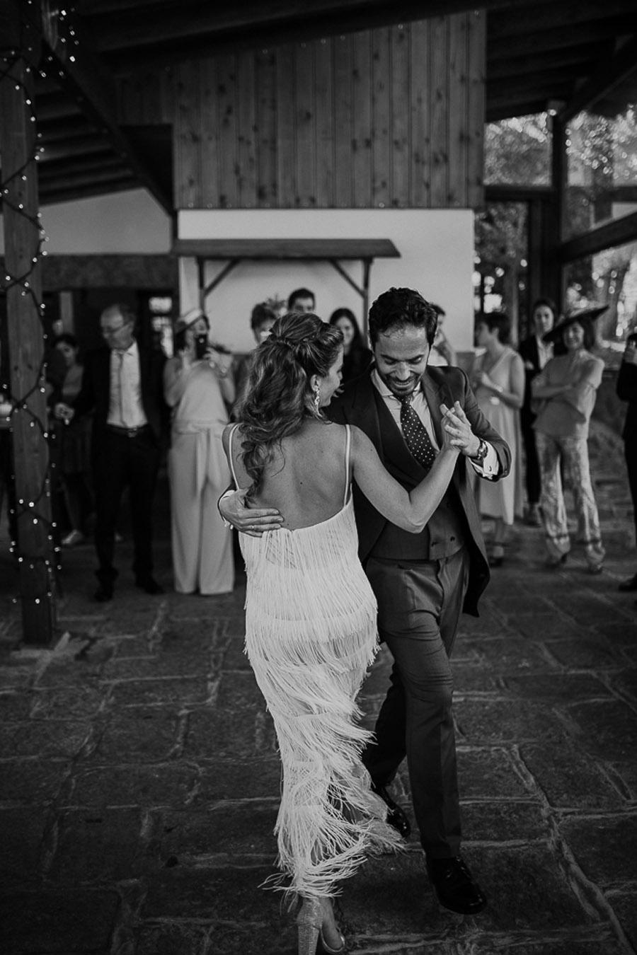 NATALIA & DAVID: UNA SENCILLA BODA DE CAMPO baile-boda