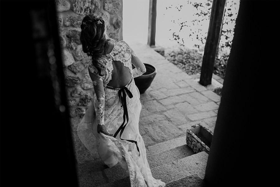 NATALIA & DAVID: UNA SENCILLA BODA DE CAMPO novia-con-lazo
