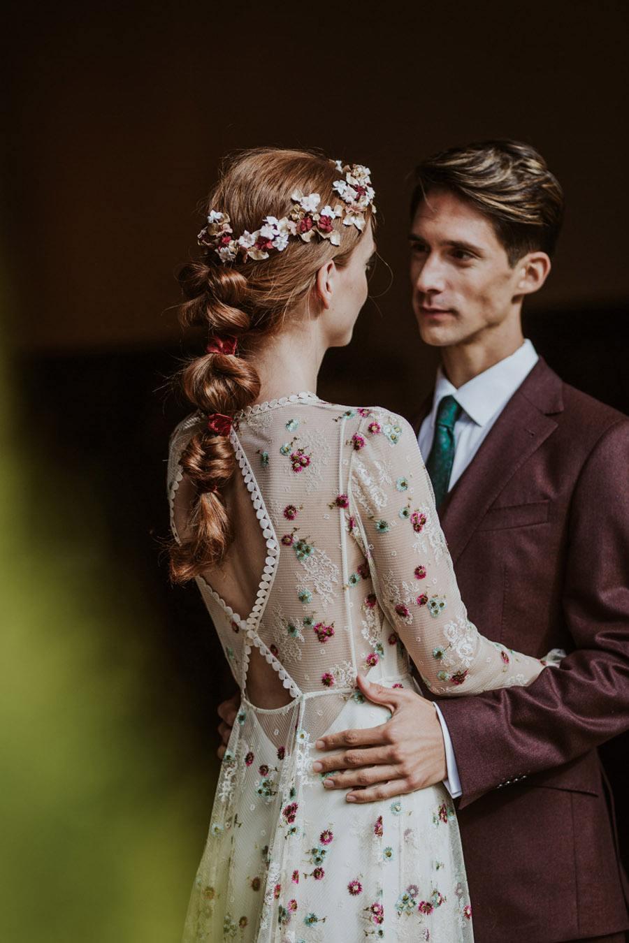 LOS TOCADOS ARTESANALES DE DIGOCCA boda-otoño-novios
