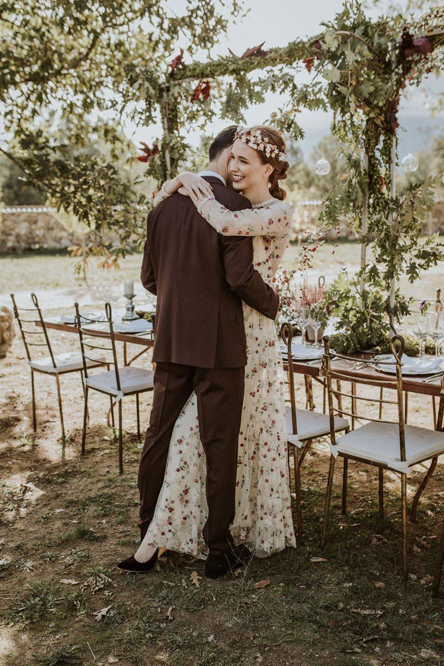 LOS TOCADOS ARTESANALES DE DIGOCCA novios-boda-otoño