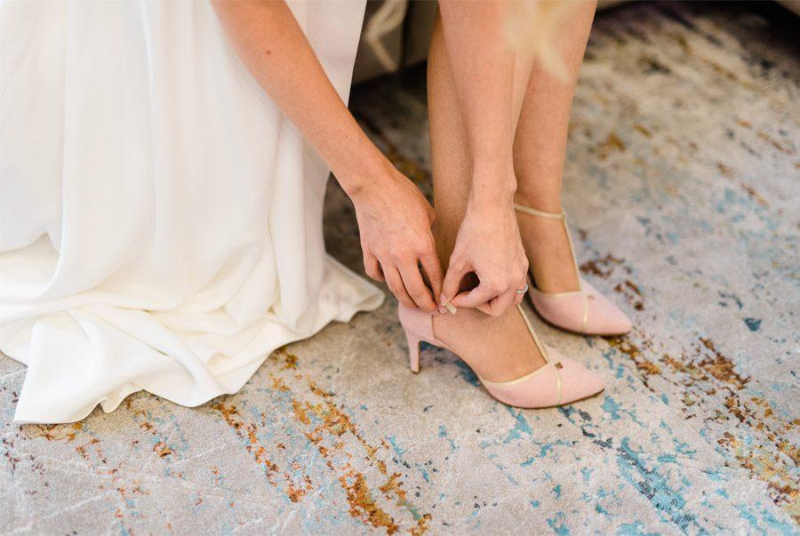 JULIO & ANITA: ROMÁNTICA BODA EN BUDAPEST zapatos-boda