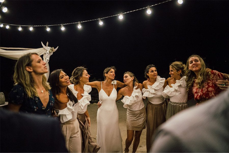 MARIE & JULES: DE NAMIBIA A FORMENTERA (PARTE II) baile-amigas-novia