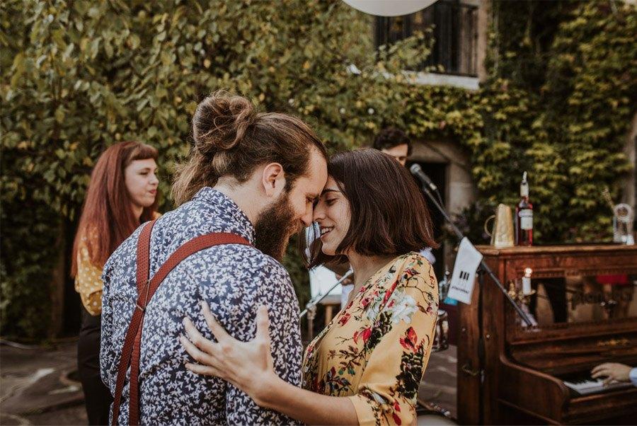 UNA FIESTA EN CAN RIBAS baile-invitados