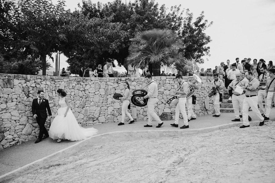 SARA & RAMÓN: UNA BODA LLENA DE SORPRESAS charanga-boda