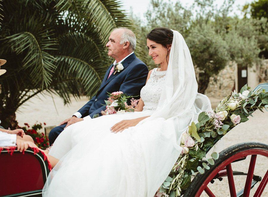 SARA & RAMÓN: UNA BODA LLENA DE SORPRESAS coche-caballos-boda-1